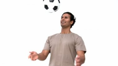 Smiling man playing with a soccer ball — Vídeo de stock