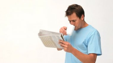 Man drinking a coffee while he is reading a newspaper — Stock Video
