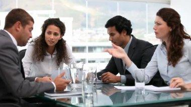 En una reunión de equipo — Vídeo de stock