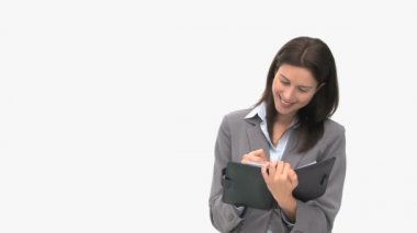 Schöne geschäftsfrau schreiben auf ihre Tagesordnung — Stockvideo