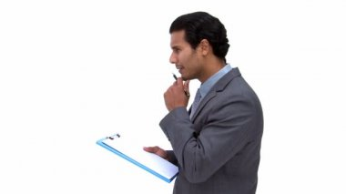 Empresario escribiendo en un cuaderno — Vídeo de stock