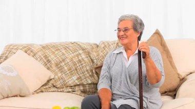 护士前往她成熟的病人 — 图库视频影像