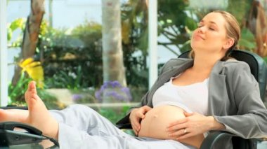 Pregnant business woman — Stock Video