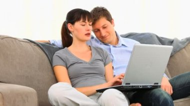 Lovely couple using a computer — Vídeo Stock