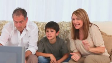 Family watching tv together — Video Stock