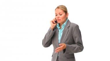 Femme de vêtements de travail ayant un appel téléphonique — Vidéo