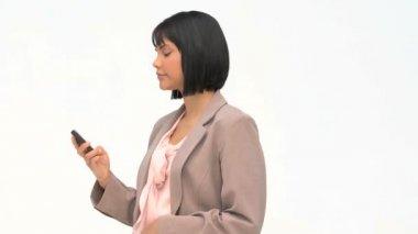 Donna di affari asiatici scrivendo un sms — Video Stock