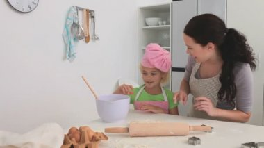 A mother cooking with her daughter — Stockvideo
