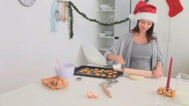 Couple baking on Chrismas day — Stock Video