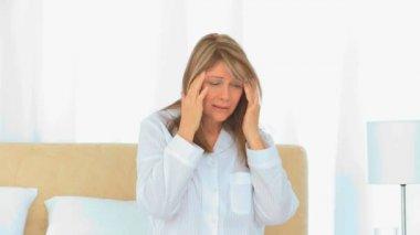 A sick woman having an headache — Stock Video