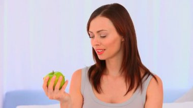 Relaxed woman eating an apple — Stock Video