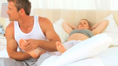 Pregnant woman letting his husband — Stock Video