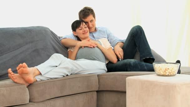 Encantadoras futuros padres — Vídeo de stock