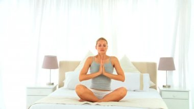 Blonde woman in lotus position — Stock Video