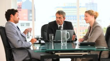 Threesome of business during a meeting — Stok video