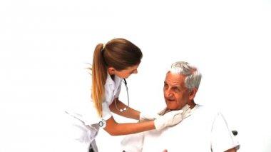 Nurse examining her male patient — Stock Video