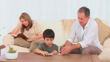 Grandfather shuffling cards — Stock Video