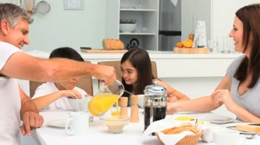 A family having a breakfast — Vídeo Stock
