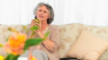 Woman enjoy her cup of tea — Stock Video