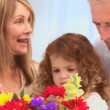 Royalty-Free Stock Vektorgrafik: Family looking at a bunch of flowers