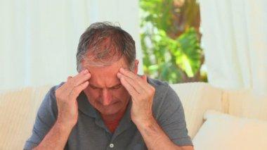 Mature man having a huge headache — Stock Video