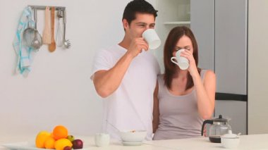Couple drinking a cup of coffee in the kitchen — Stock Video