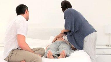 Nurse visiting a pregnant woman — Stock Video