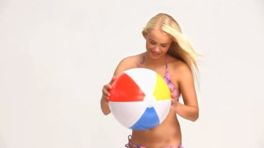 Woman playing with a ball — Stock Video