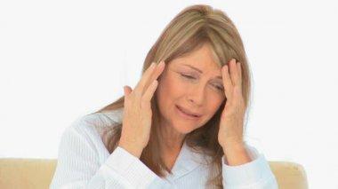 Elderly woman having a huge headache — Stock Video