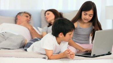 Children using a laptop — Stock Video