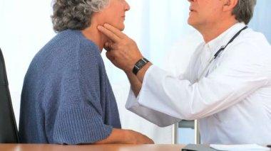 Doctor examining his patient — Stock Video