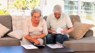Retired couple calculating their domestics bills — Stock Video