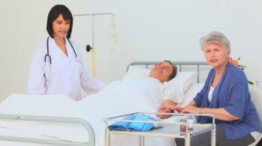 Nurse visiting her patient — Stock Video