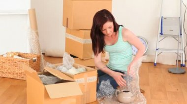 Brunette preparing cardboards — Wideo stockowe