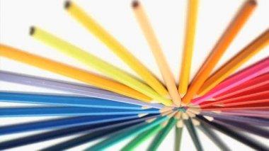 彩色铅笔加入在其顶部的车削 — 图库视频影像
