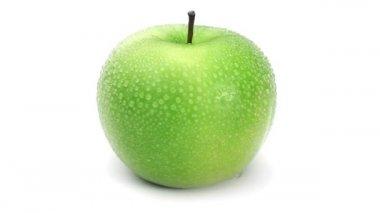 Våt grönt äpple svarvning — Stockvideo