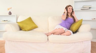 Blond-haired woman relaxing listening to music — Stock Video