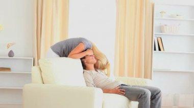 Mujer acariciando su marido — Vídeo de stock
