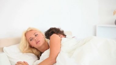 Waking woman while husband sleeping — Stock Video