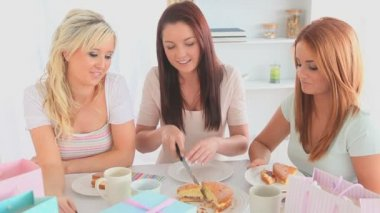 Young women eating a cake — Stock Video