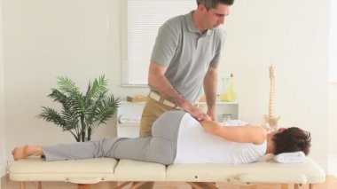 Chiropractor stretching a woman's back — Stock Video