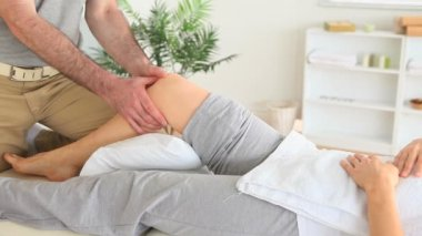 Gorgeous Woman getting a knee-massage — Stock Video