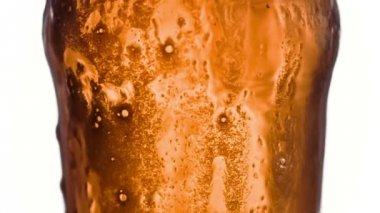 Beer overflowing its glass in super slow motion — Stock Video