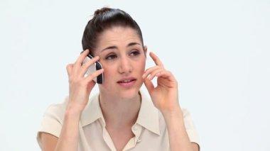 Беспокоит женщина, позвонив с мобильного телефона — Стоковое видео