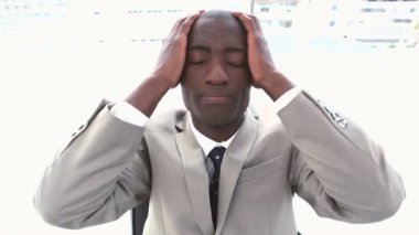 Black businessman holding his head in his hands — Stock Video