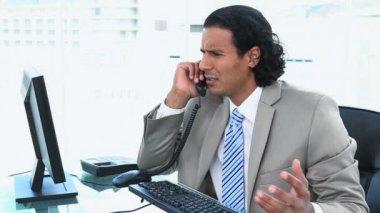 Podnikatel potíže při telefonování — Stock video