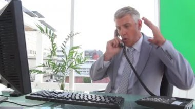 Furious businessman ending a call — Stock Video