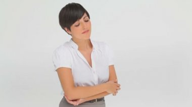 Businesswoman contemplating with her arms crossed — Stok video