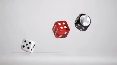Three white red black dices in a super slow motion rebonding — Stock Video