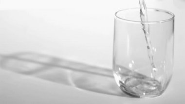 Trickle of water in a super slow motion flowing into a glass — Stock Video